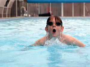 Pool swimmer 2000 x 1500